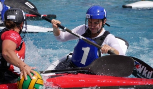 canada women picking up ball against france women tackle icf canoe polo world games 2017