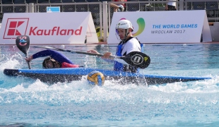 italy men on top of chinese taipei possession icf canoe polo world games 2017