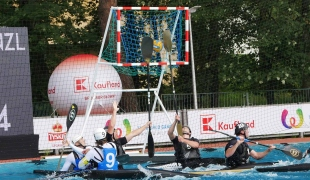 italy men shooting between two new zealand defence paddles icf canoe polo world games 2017