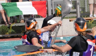 netherlands women hacking against italy icf canoe polo world games 2017