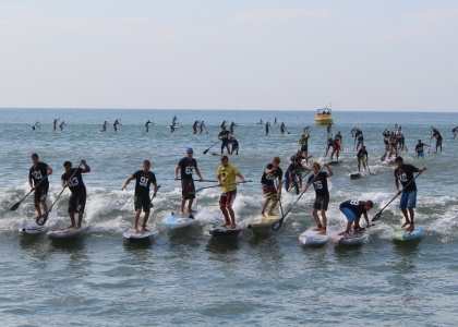 SUP group stand up paddling
