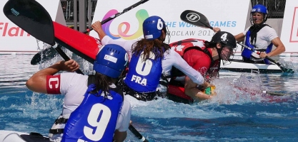 france women stealing tackling against canada icf canoe polo world games 2017